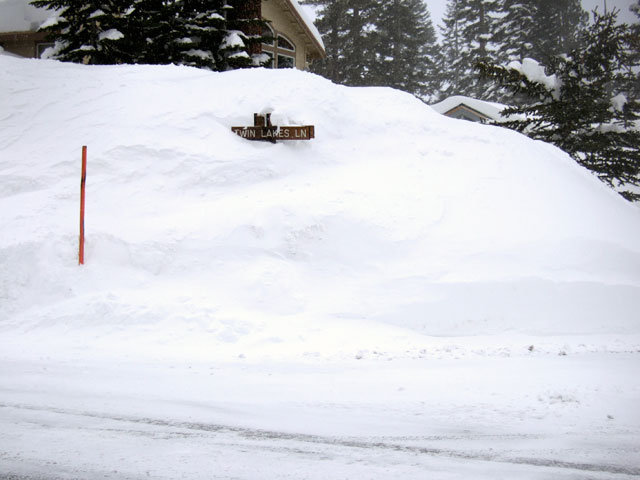 Hard to find ye olde ski condo when the street signs are buried... and so in the condo. Photo: Hans Ludwig