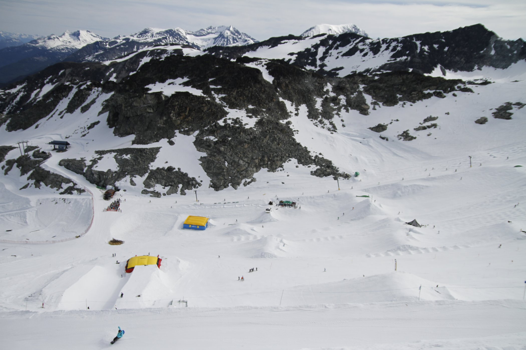 Parks, parks, and parks on Blackcomb's Horstman Glacier. PHOTO: Hans Erik Hedberg