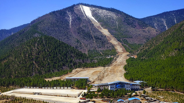 Already heavily reliant on manmade snow, Northeast Chinese ski resorts are planning on beefing up snowmaking for the Olympics. PHOTO: Pete Robbins/Flickr.