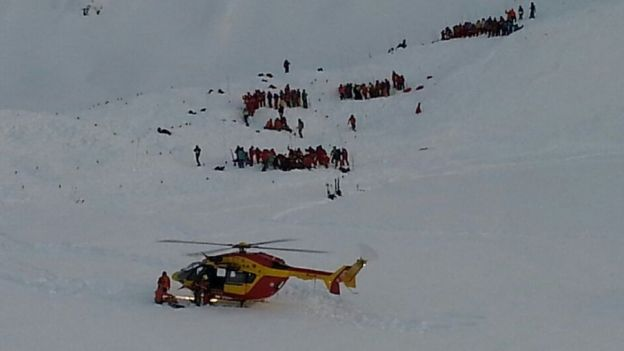 Les Deux Alpes resort search and rescue arrives at the scene. PHOTO: Courtesy of BBC News.